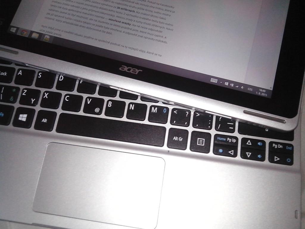 Notebook v rozpojeném stavu